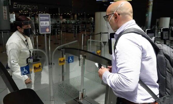 Gobierno colombiano elimina requisito de prueba covid-19 a viajeros hacía  Colombia